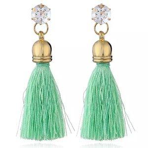⚜️[𝟯/$𝟭𝟴]⚜️Green Crystal Dangle Earrings New